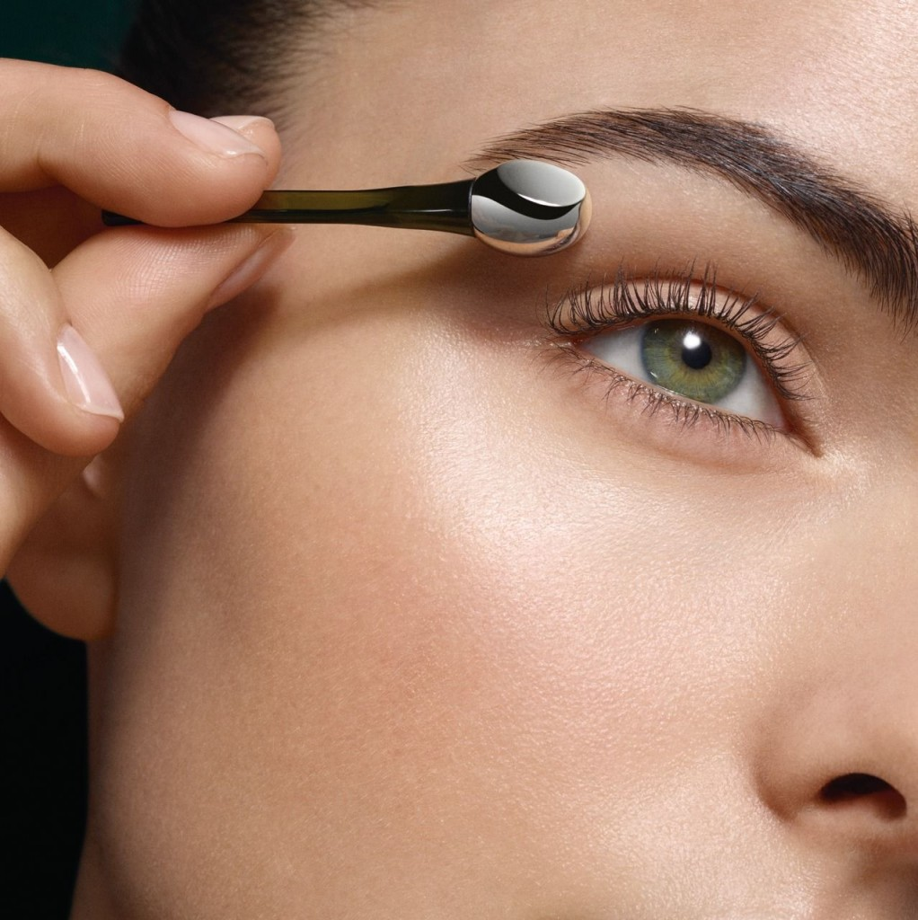 Lifting_Eye_Serum_Step1_069_Wand_CROP